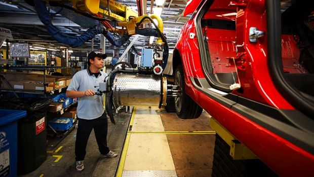 Kim Carr says the Coalition's policy would force Australia's car makers to shut down.