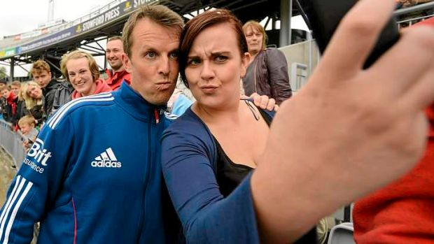 Graeme Swann poses for a photo with a fan.