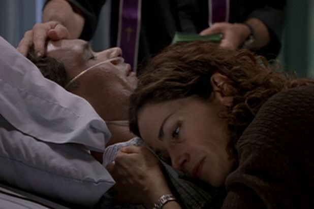 <b>NYPD Blue (1998):</b> Bobby Simone (Jimmy Smits) died after a failed heart transplant.