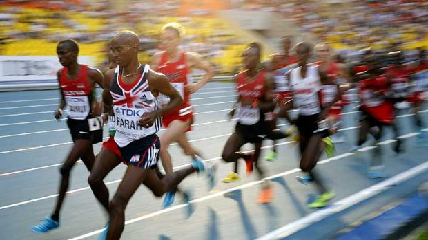 Olympic champion Mo Farah of Great Britain ran an unorthodox race to win the 10,000 metres.