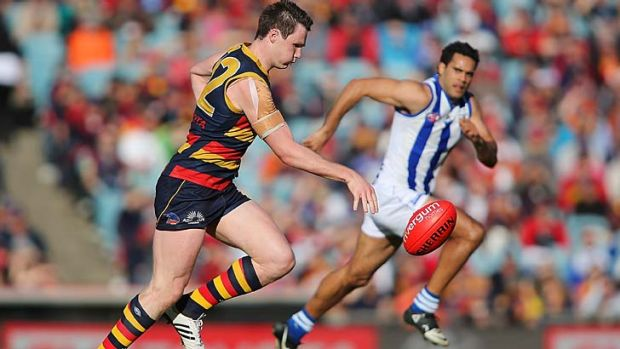 Patrick Dangerfield runs with the ball.