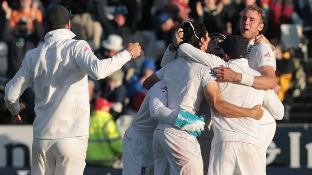 Series won: Stuart Broad (R) celebrates after taking the last wicket of Peter Siddle.