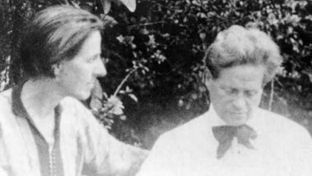 Marion Mahony Griffin with Walter Burley Griffin.