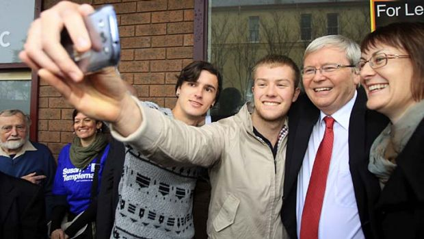 Kevin Rudd takes a selfie with supporters.