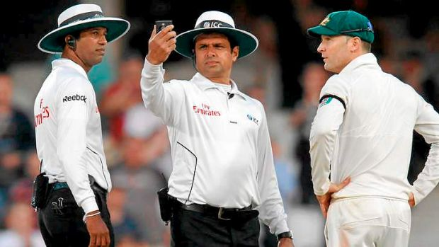 Australian captain Michael Clarke remonstrates with umpires Aleem Dar (C) and Kumar Dharmasena before the officials ...