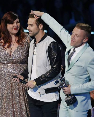 "Macklemore (R) & Ryan Lewis accept the award for best music video with a social message for ""Same Love""."