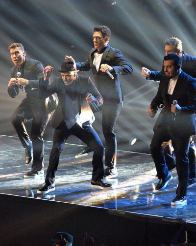 Chris Kirkpatrick, Joey Fatone, Justin Timberlake, JC Chasez and Lance Bass of 'N Sync perform.
