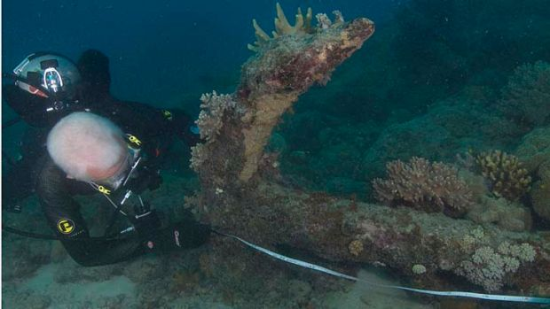 An anchor discovered off Lizard Island is measured by a diver from the National Maritime Museum.