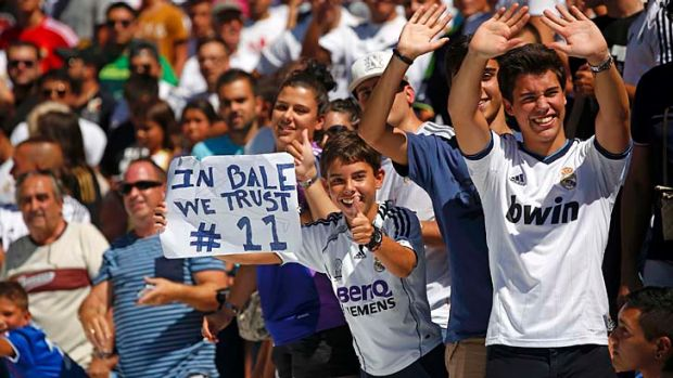 Real Madrid fans welcome Bale to the club.