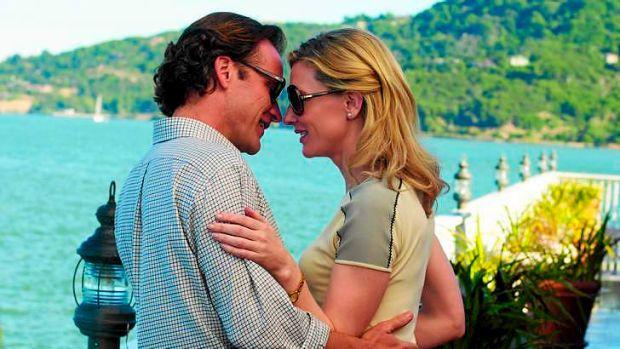 Dwight (Peter Sarsgaard, left) and New York socialite Jasmine (Cate Blanchett).
