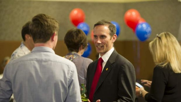 Andrew Leigh speaks with supporters.