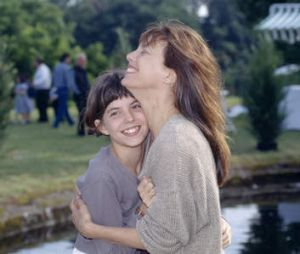 Lou Doillon with her mother, Jane Birkin, on the set of <i>Les Cent et Une Nuits de Simon Cinema</i> in 1994.