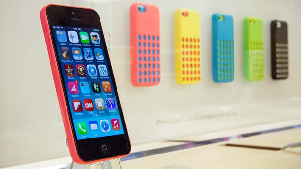 iPhone 5c: Apple is cutting orders, sources say.