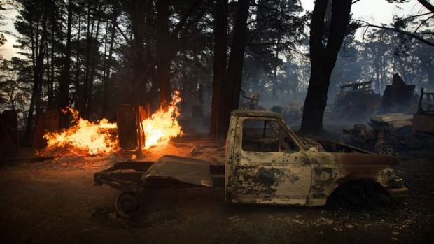 A bushfire burns cars and two homes near Newnes Junction .