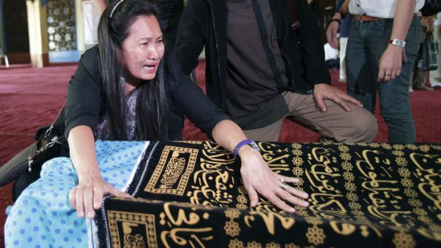 A relative grieves beside the body of Jamalul Kiram III at the Blue Mosque in Taguig city, south of Manila.