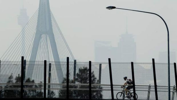 People exercising through Sydney's smog from the intense bushfires.