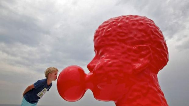 Sculpture by the Sea: Otto French examines Qian Sihua's Bubble.