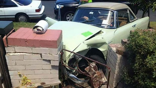 Cricket commentator Richie Benaud was injured while driving his prized Sunbeam Alpine into a brick fence in Sydney.
