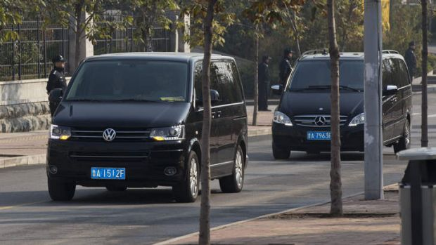 A convoy of vehicles believed to be carrying ousted Chinese politician Bo Xilai head to Shandong Provincial Higher ...