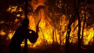 CT NEWS PIX, SAT 18 JAN 2003 BY ANDREW CAMPBELLPIX SHOW:  THE FIRES....THIS PIC SHOWS: Residents and friend of those ...