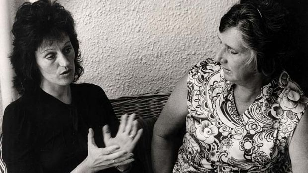 Germaine Greer in 1972, with Margaret Whitlam at the Lodge in Canberra.