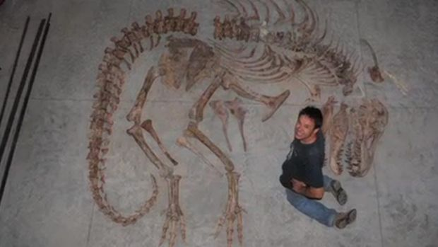 Eric Prokopi with a skeleton of the <i>Tyrannosaurus bataar</i>.