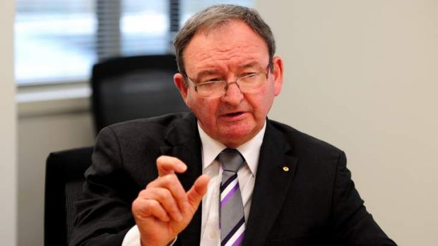 "Public Service Commissioner Stephen Sedgwick has warned of ""challenges"" in implementing pay bonuses for top public servants."