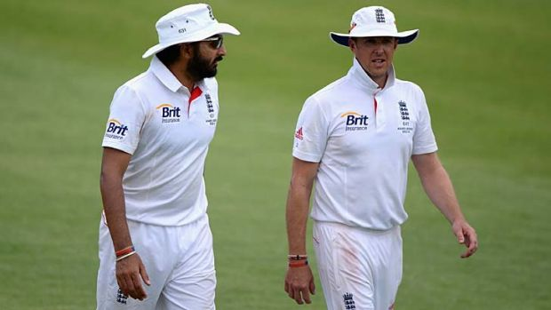 Monty Panesar and Graeme Swann in Alice Springs.