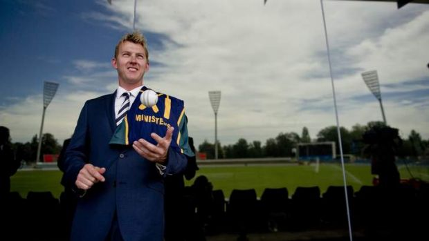 Brett Lee has been named the captain of the Prime Ministers XI at Manuka Oval.