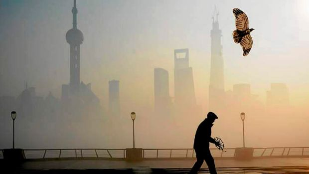 Heavy smog continued to hit northern and eastern parts of China on Thursday, disturbing the traffic, worsening air ...
