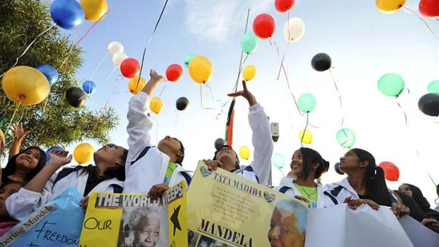"""Goodbye """"Tata"""": South African youth release 95 balloons representing the 95 years of life of the late Nelson Mandela."""