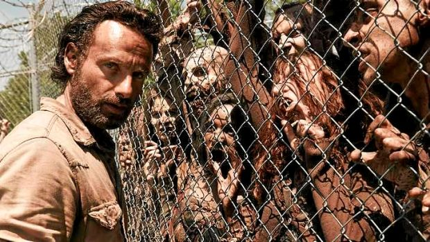 Stand-off ... <i>The Walking Dead</i> is supposedly running at a deficit but writer/producer Frank Darabont says he's ...