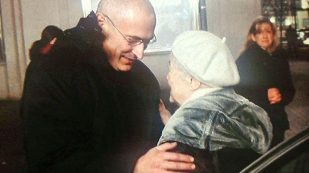 Mikhail Khodorkovsky is reunited with his mother in Berlin.