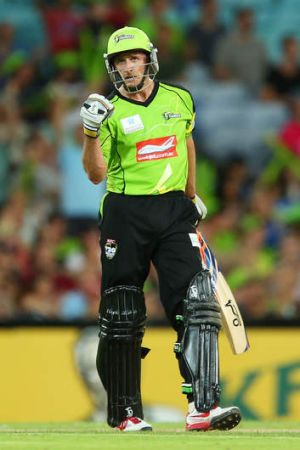A sublime 85 off 56 balls from captain Mike Hussey wasn't enough as the Thunder's losing streak.