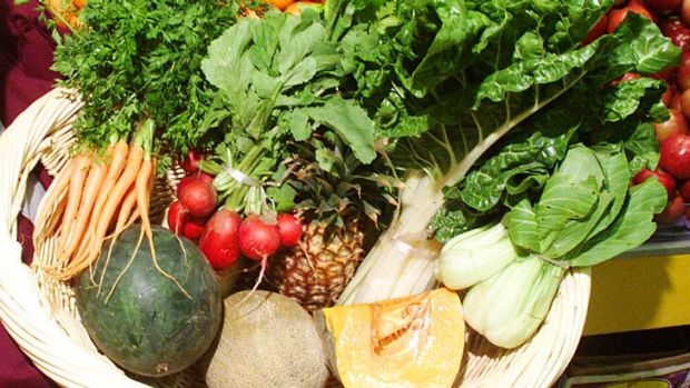 Increases in fruit and vegetable prices helped inflation rise by a surprise 0.8 per cent in the December quarter.