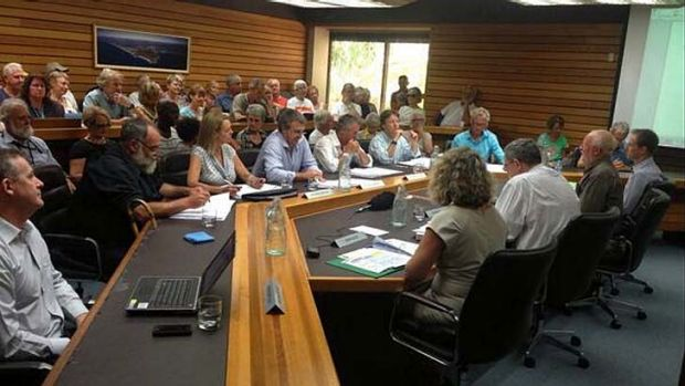 The first meeting of the new Noosa Council.