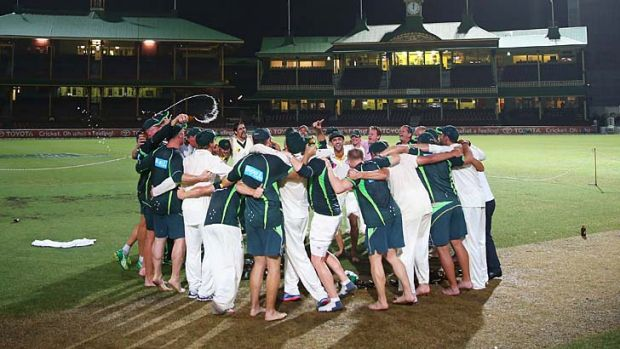 Nathan Lyon leads the team in another rendition of <em>Under The Southern Cross I Stand</em> after the final day of the ...