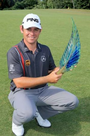 Louis Oosthuizen with the trophy.