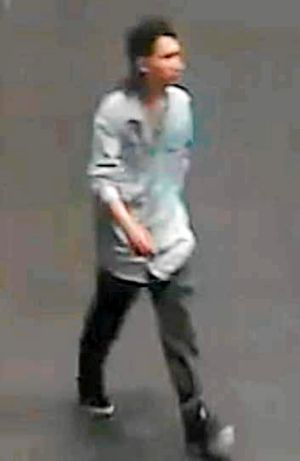 A sex predator who appears to circle Melbourne's CBD looking for victims is believed to be behind three attacks on women ...