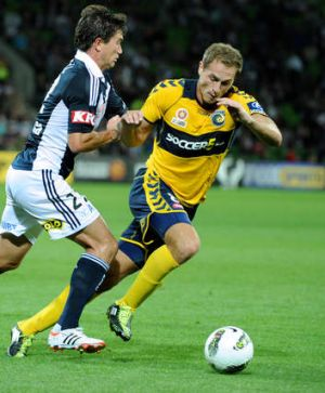 Harry Kewell taking on Rostyn Griffiths during his time at Central Coast.