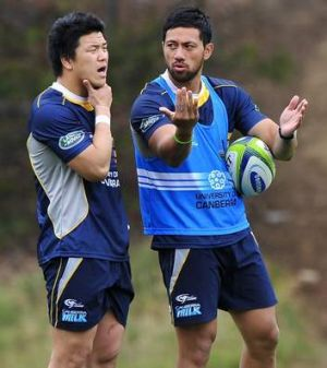 Tatekawa gets some pointers from Christian Lealiifano.