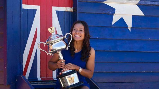 Li Na with the trophy at Brighton Beach.