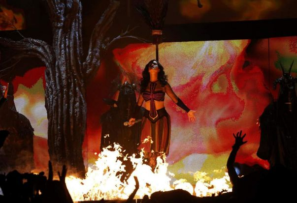"Katy Perry performs ""Dark Horse"" at the 56th annual Grammy Awards."