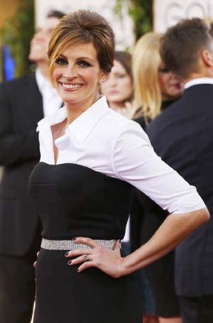 Julia Roberts cleverly avoids armpit scrutiny only to fall victim to 'bump watch'.