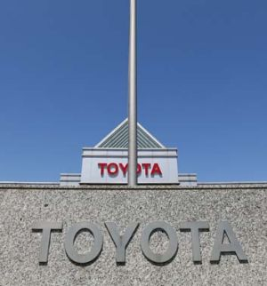 Abbott government will join a Federal Court appeal in support of Toyota.