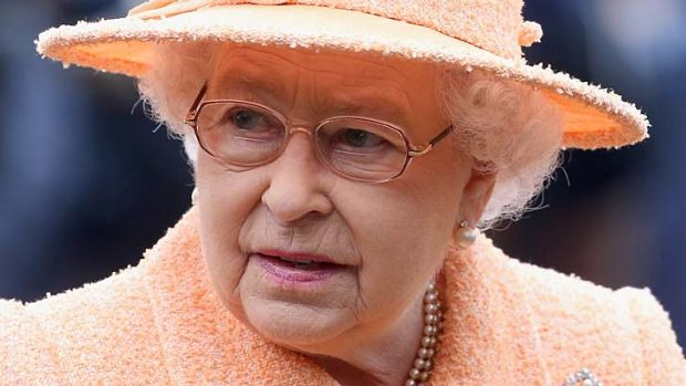 Australians love the queen, poll shows.
