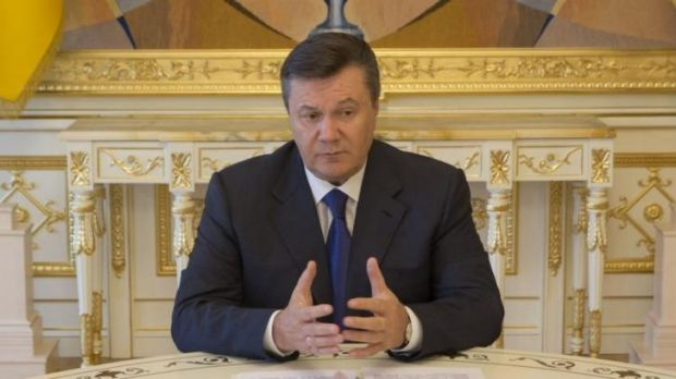 "Ukraine's President Viktor Yanukovych has taken sick leave with a high temperature and ""acute respiratory illness"", ..."