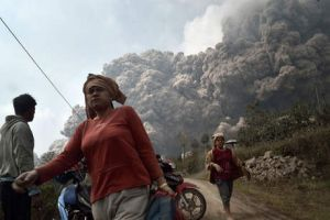 Residents run away to escape from hot volcanic ash clouds engulfing villages in Karo district.