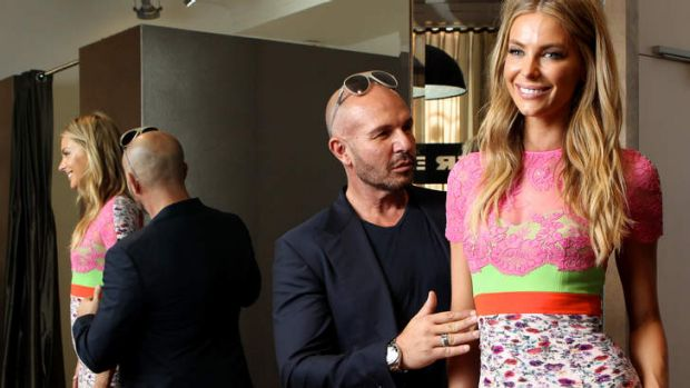 No short models ... ANTM judge Alex Perry sizes up host Jennifer Hawkins.