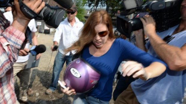 Mercedes Corby arrives at Kerobokan prison to visit her sister Schapelle on Friday.